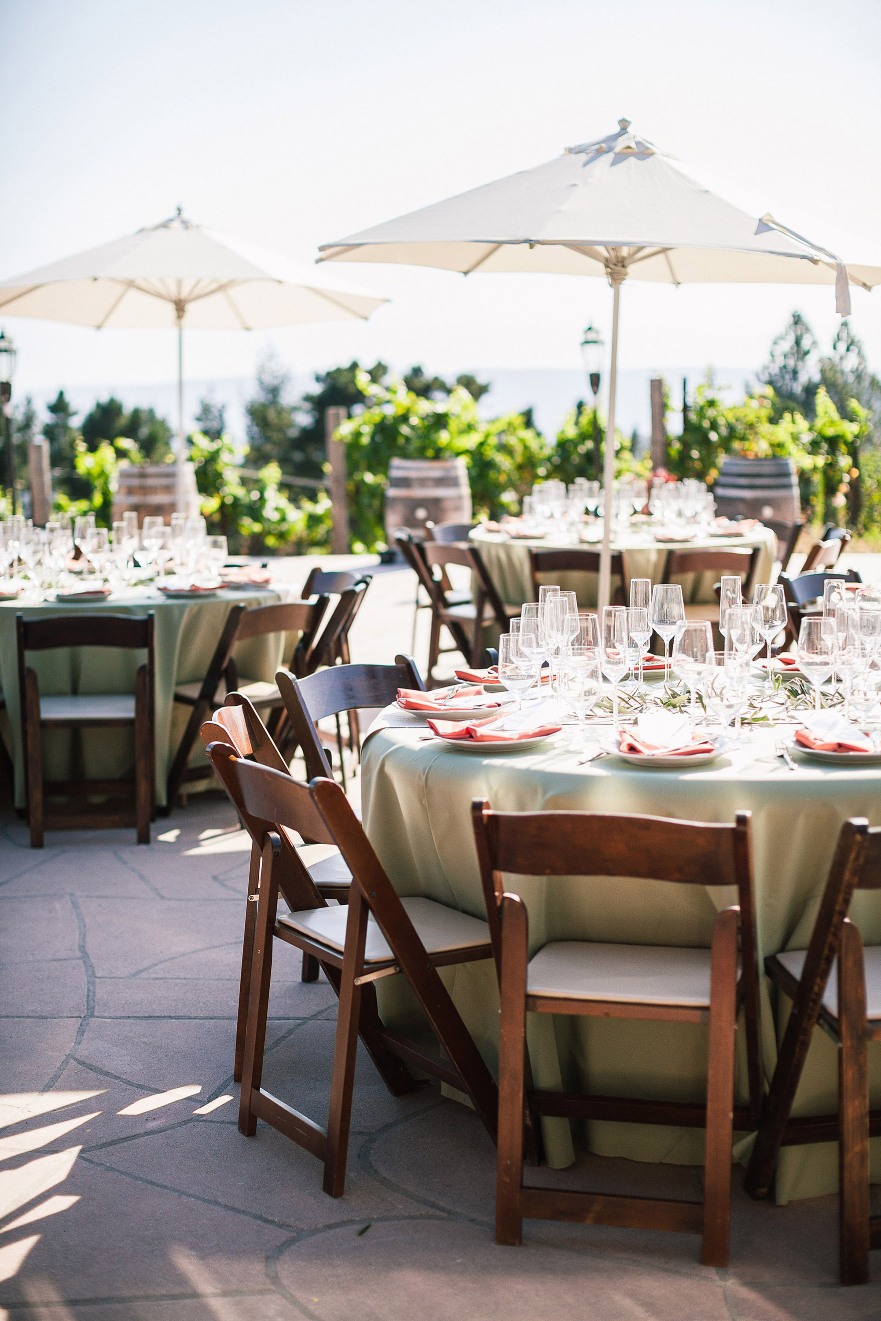 tables settings ready for wedding guests at the reception decor and details decorate the tables and chairs with shade from umbrellas redwood ridge estate wedding redwood ridge wedding the perfect santa cruz wedding venue los gatos wedding venue